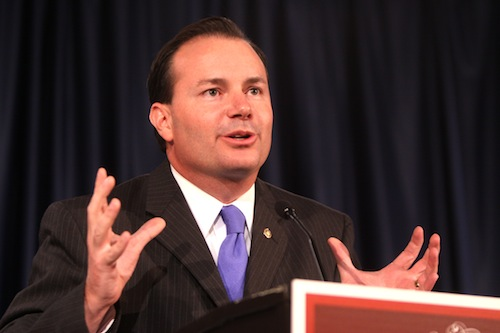Senator Mike Lee (R–UT) describes the big city shortly before breaking into song.