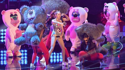 Miley Cyrus, bears of varying emotions