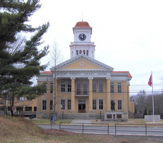 The Blount County courthouse (pre-destroyed)